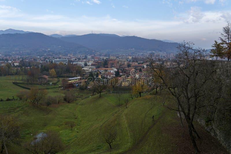Sikterna av Bergamo italy royaltyfria bilder