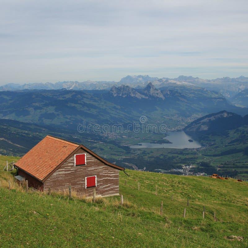 Siktsformmontering Rigi in mot den Schwyz kantonen Avlägsen sikt av Moun arkivfoto