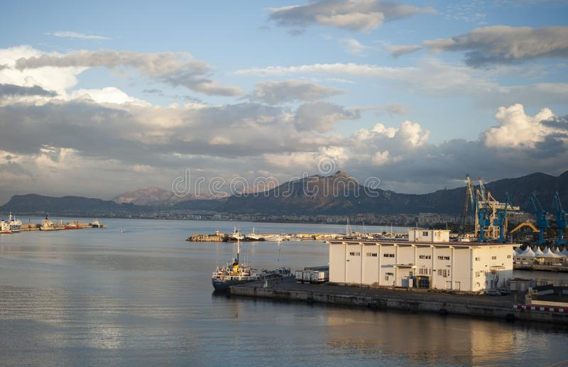 SiktsPalermo port royaltyfria foton