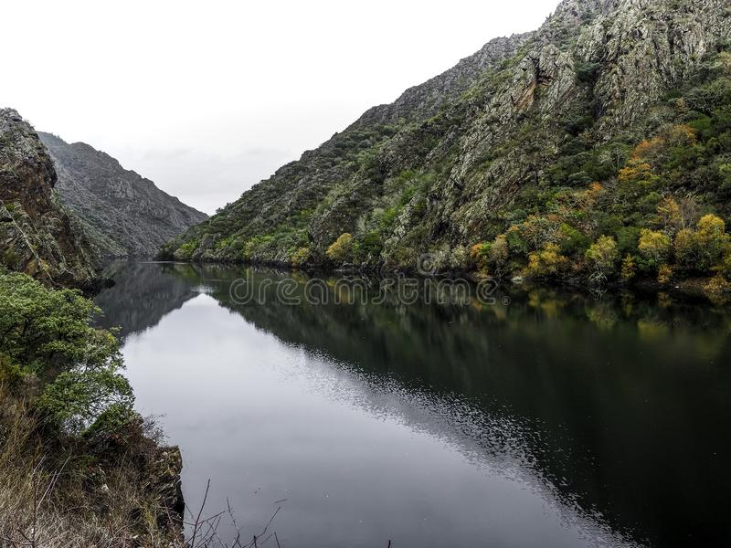 Sil flodkanjoner i de Ribeira sacrana arkivbild