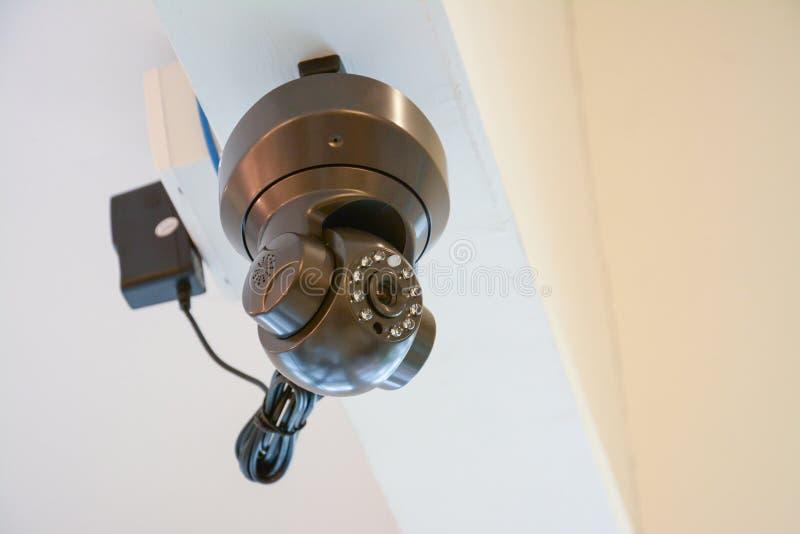 Silberne Überwachungskamera oder CCTV stockfotos