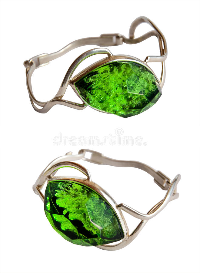 Silberne braslets grüner Stein auf einem Weiß lizenzfreie stockfotos