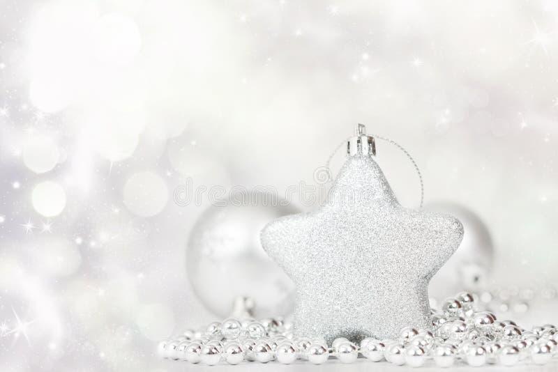 Download Silberne Weihnachtsdekoration Stockbild - Bild von abschluß, dekoration: 47100031