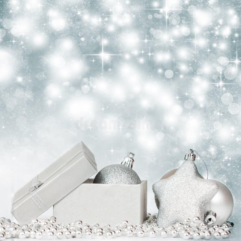 Download Silberne Weihnachtsdekoration Stockfoto - Bild von feiertag, aufwendig: 47100096