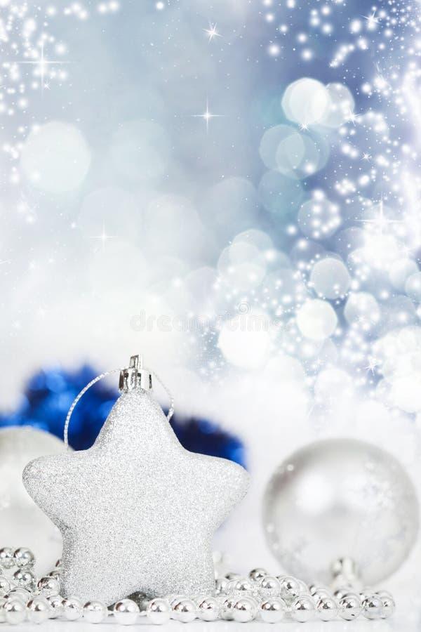 Download Silberne Weihnachtsdekoration Stockfoto - Bild von flitter, jahreszeit: 47100126