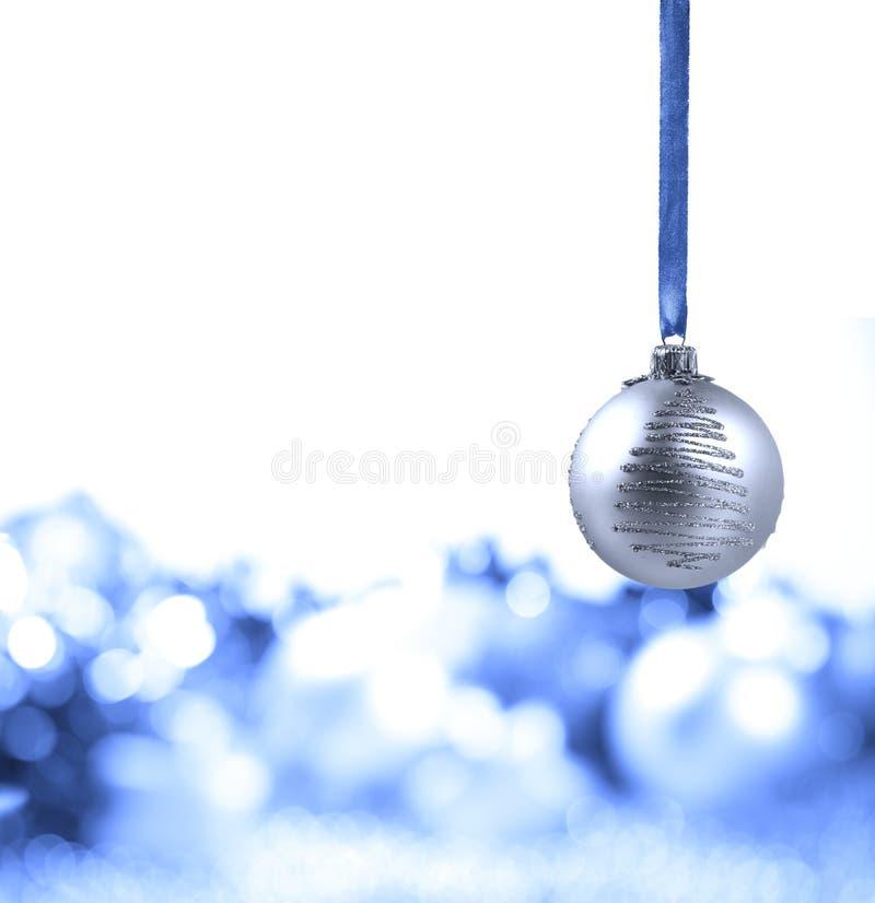 Silberne Weihnachtskugel lizenzfreie stockfotografie