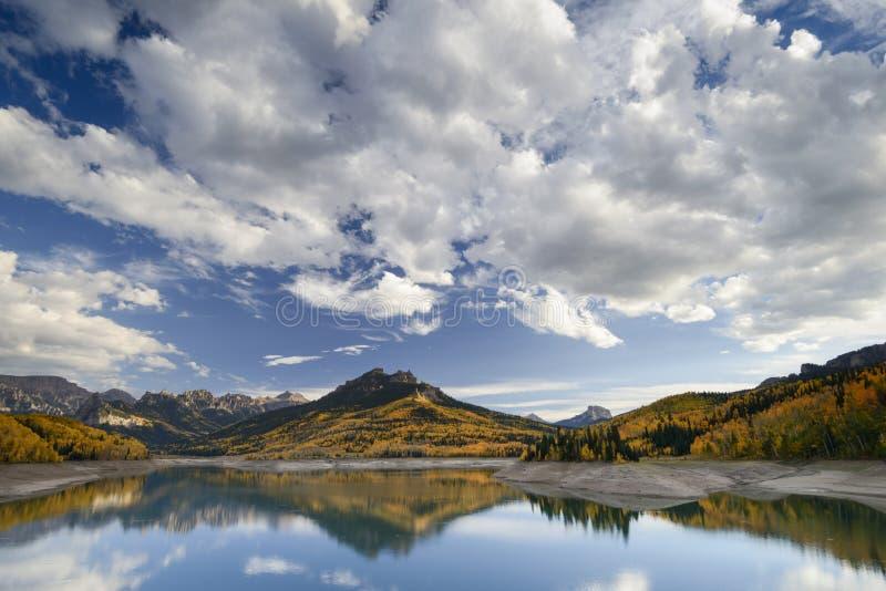 Silberner Jack Reservoir im Fall stockfotos
