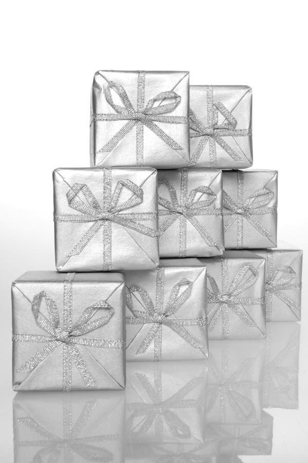 Silberner Kasten des Geschenks stockfotos