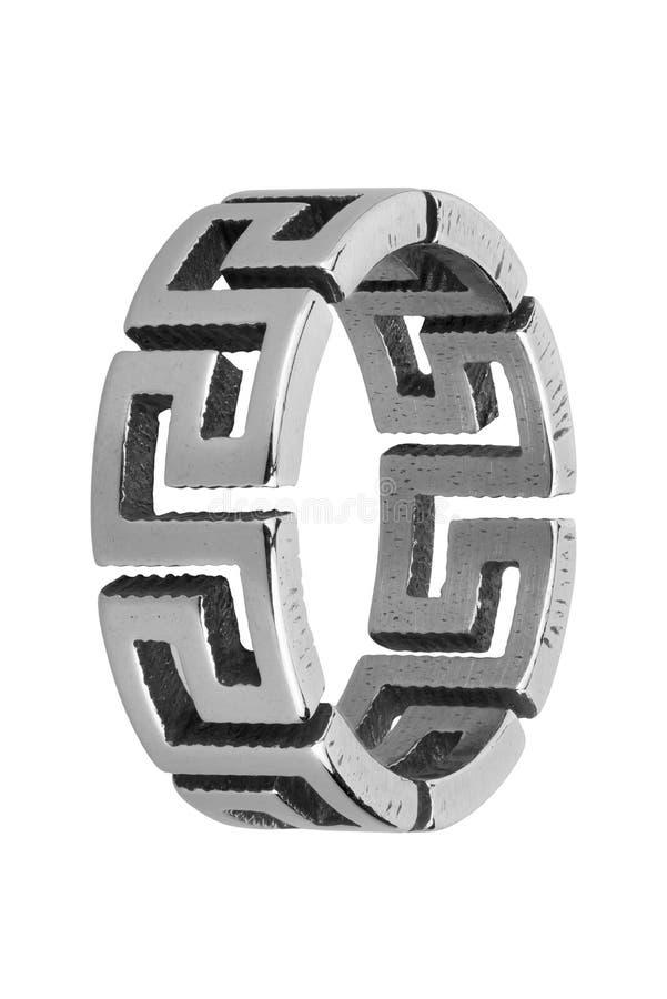 Silberner Ring der Männer mit dem griechischen abstrakten Entwurf, lokalisiert auf weißem Hintergrund, Beschneidungspfad umfasste lizenzfreie stockbilder