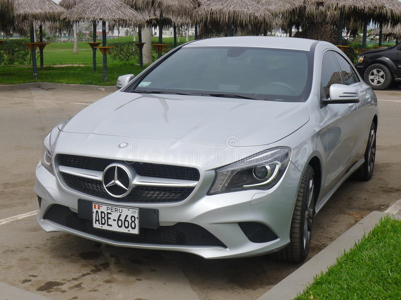 Silberner solor Mercedes-Benz CLA 200 in Lima stockfoto