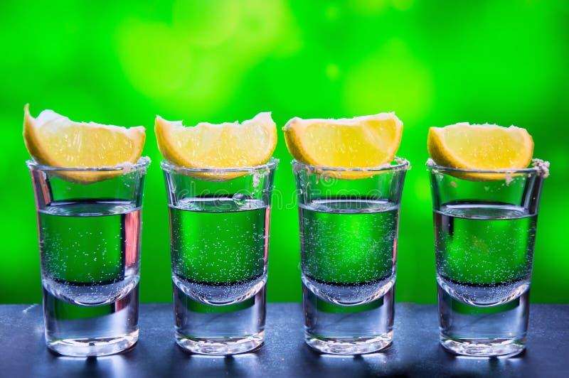 Silberner Tequila - traditionelles mexikanisches Getränk lizenzfreie stockfotografie