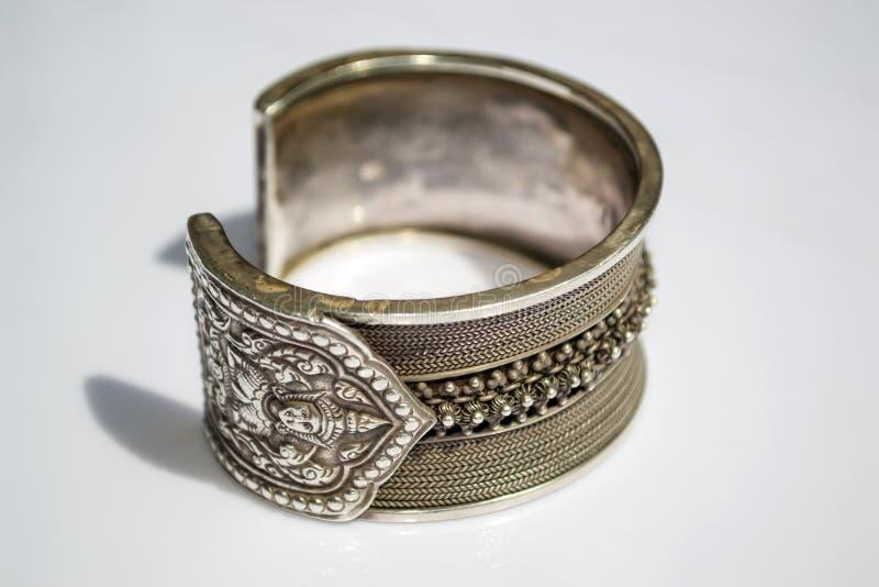 Silbernes Armband lizenzfreie stockbilder