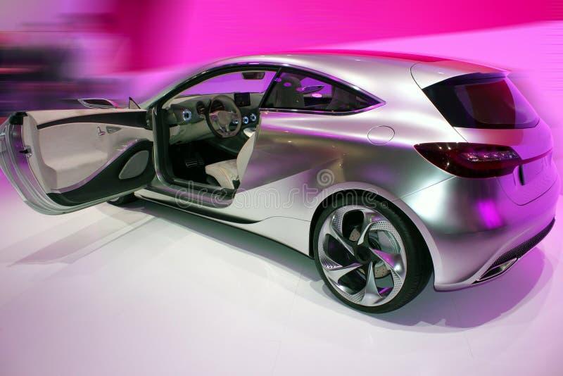 Silbernes Auto mit sichtbarem Innenraum stockfoto