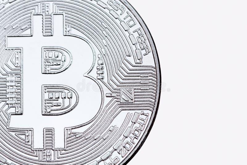 Silbernes bitcoin lokalisiert auf weißer Hintergrundnahaufnahme stockfotos
