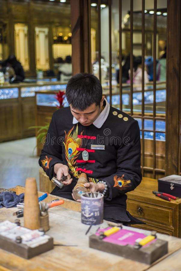 Silbernes handicraftsman des Handwerksshops stockbilder