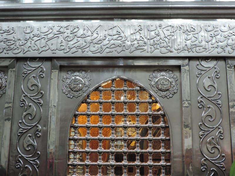 Silbernes Zarih innerhalb Al-Hussein-Moschee stockfoto