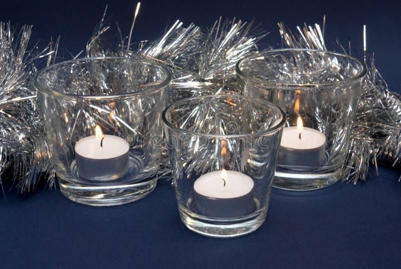 Silbriger Filterstreifen und drei Kerzen lizenzfreie stockfotografie