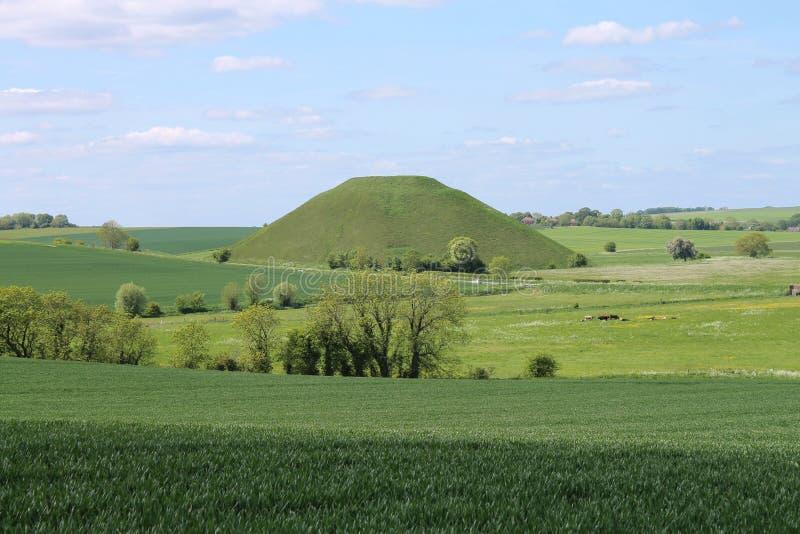 Silbury wzgórza prehistoryczny sztuczny kredowy kopiec Wiltshire Anglia zdjęcie stock