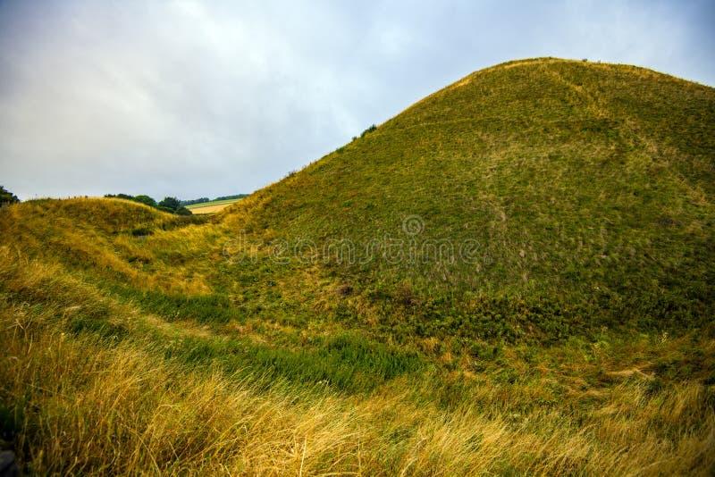 Silbury wzgórze - antyczny prehistoryczny kredowy ostrosłup blisko Avebury w Wiltshire, Anglia zdjęcie royalty free