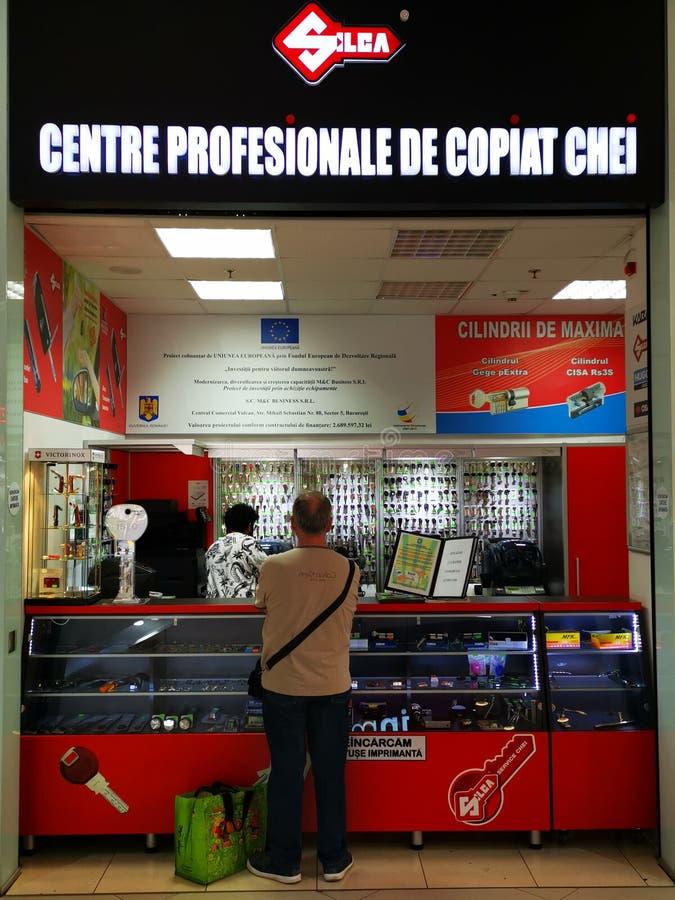 Silca - chaves profissionais do centro de cópia no centro do valor de Vulcan, Bucareste, Romênia foto de stock