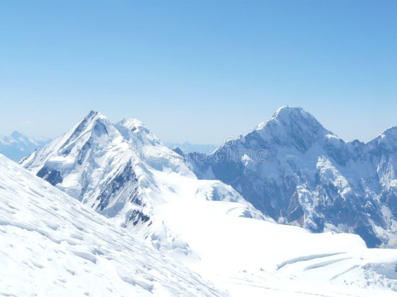 Silence blanc des montagnes photographie stock libre de droits