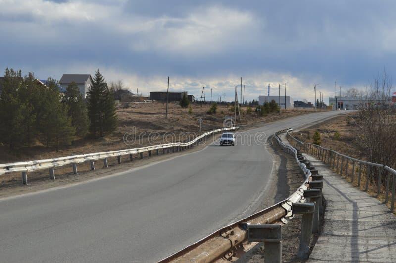 Silence russe de bonheur de village de route russe photos stock