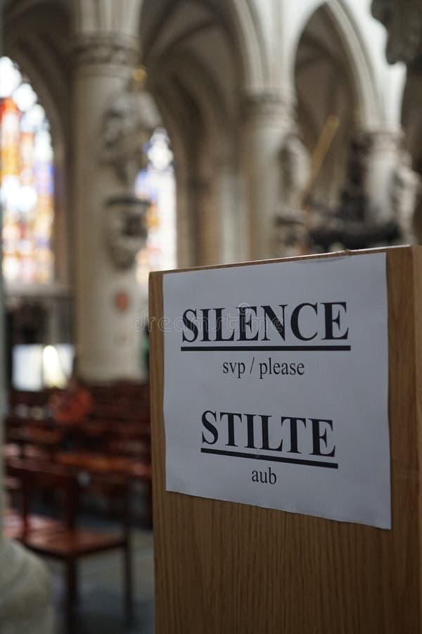 Silence, svp Néerlandais : Aub de Stilte photographie stock