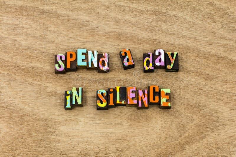 Silencie a paciência silenciosa do sucesso seja quieto falam levemente foto de stock