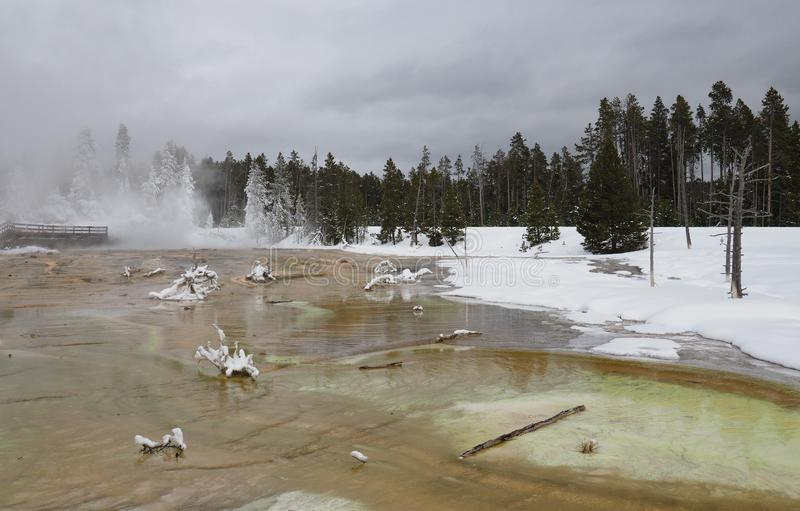 Silex-Fr?hling im unteren Geysir-Becken in Yellowstone Nationalpark im Winter lizenzfreies stockbild