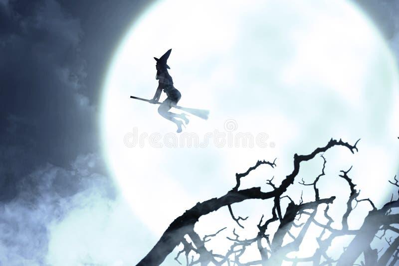 Silhouet die van heksenvrouw met een bezem vliegen stock foto