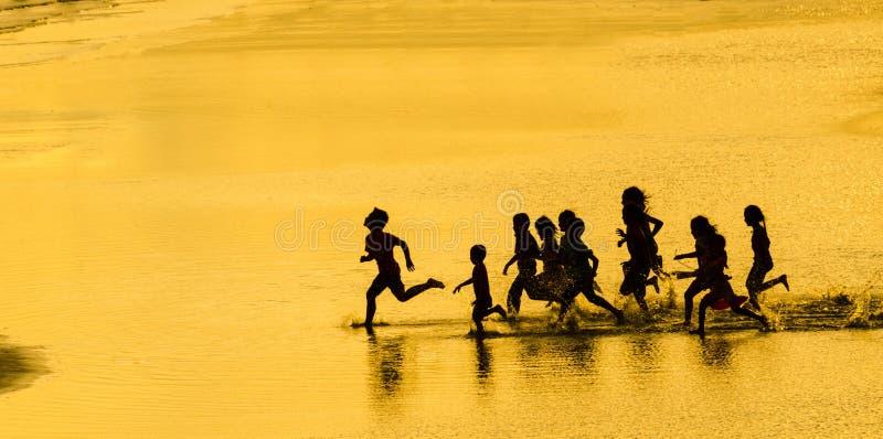 Silhouet en goud stock foto's