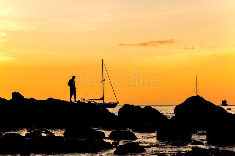 Silhouet met kleur van de zonsondergang, Phuket Thailand royalty-vrije stock foto