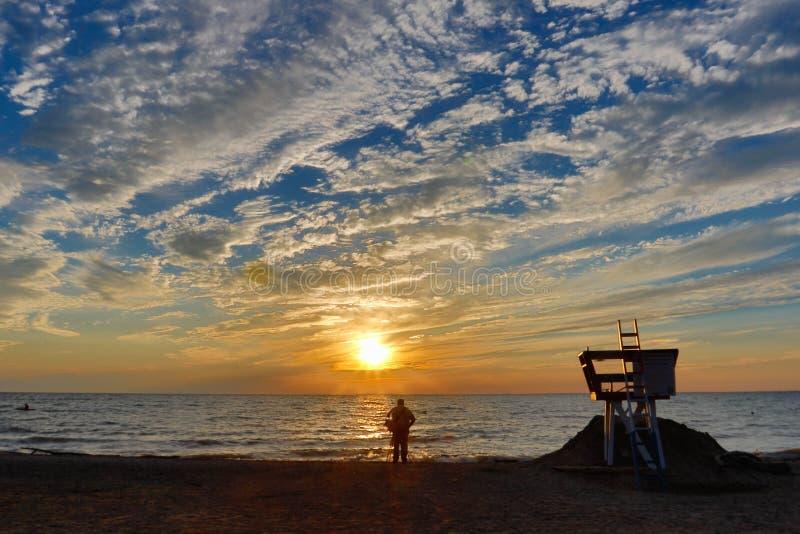 Silhouet op strand van Meer Erie royalty-vrije stock fotografie