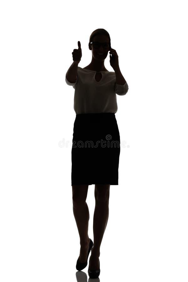 Silhouet van een bezige bedrijfsvrouwen backlight studio royalty-vrije stock fotografie