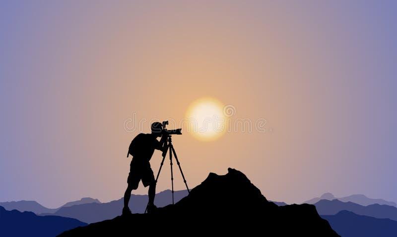 Silhouet van een Fotograaf, Bergbovenkant, Zonsondergang vector illustratie