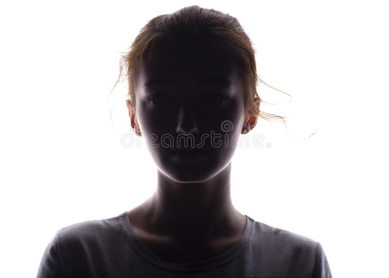 Silhouet van een meisje die vol vertrouwen, het hoofd van een jonge vrouw met een krul op een wit geïsoleerde achtergrond vooruit royalty-vrije stock fotografie