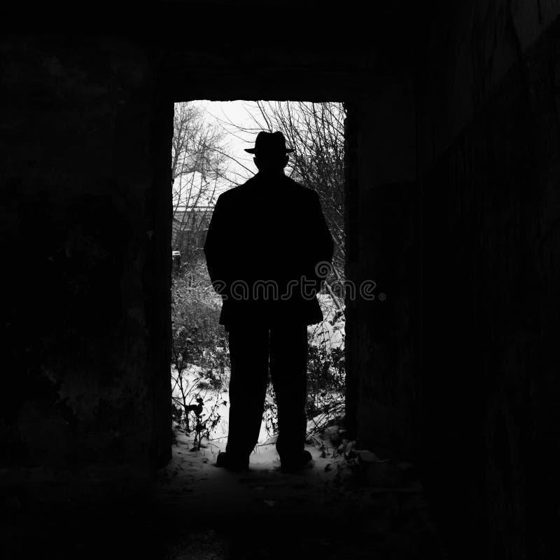 Silhouet van een mens in de deuropening royalty-vrije stock foto's