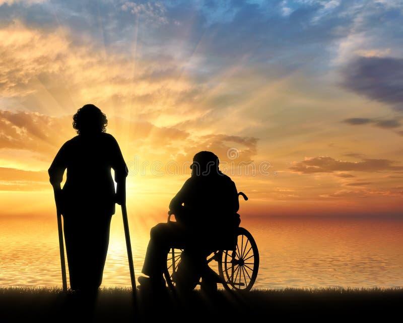 Silhouet van een oude vrouw op steunpilaren en bejaarde in een rolstoel vector illustratie