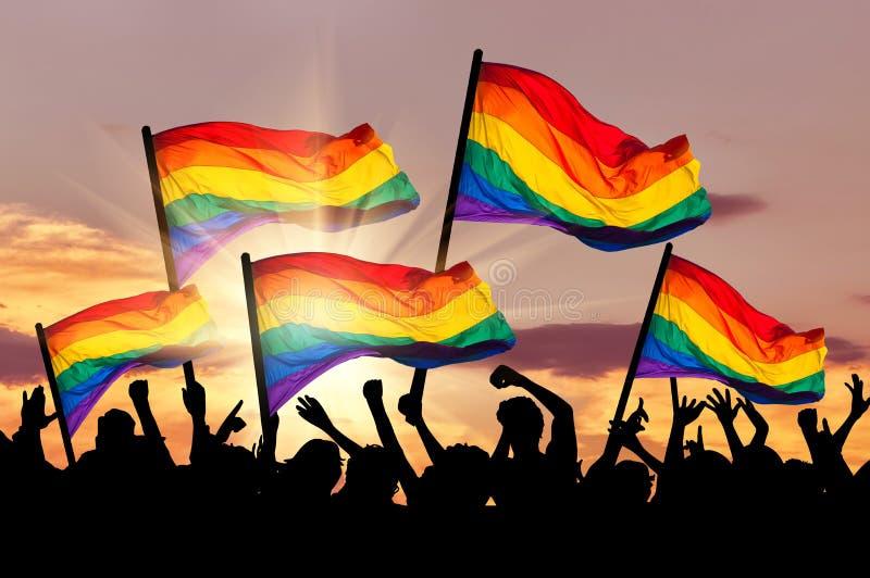 Silhouet van een parade van homosexuelen en lesbiennes stock fotografie