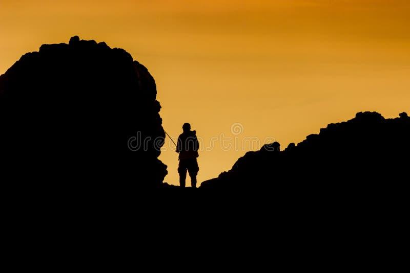 Silhouet van een visser in Weinig Corona Beach royalty-vrije stock foto