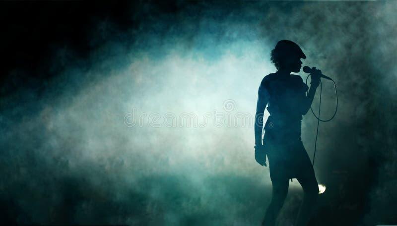 silhouet van een Zingende vrouw royalty-vrije stock foto