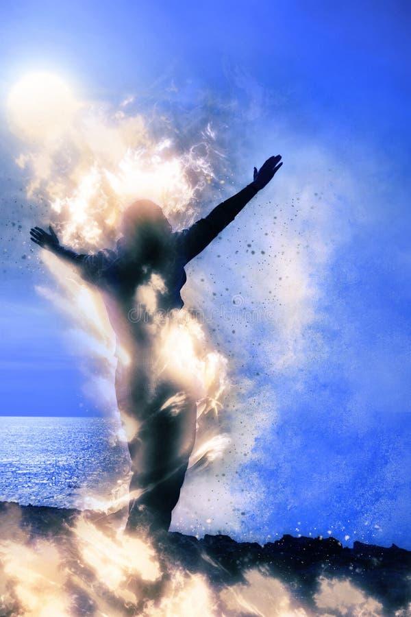 Silhouet van eenzame vrouw op brand met reuzegolf stock foto