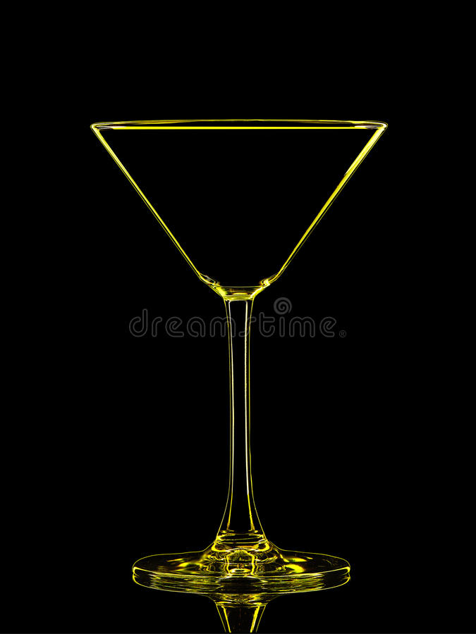 Silhouet van gele martini op zwarte achtergrond stock foto's