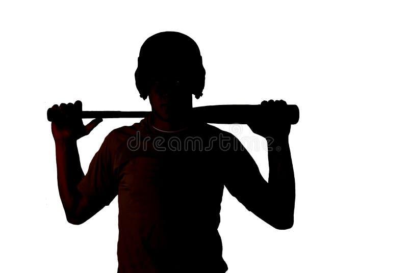 Silhouet van geschikte honkbalspeler die zijn knuppel houden stock afbeelding