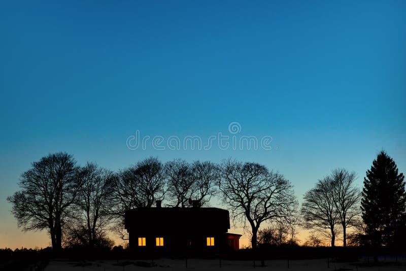 Silhouet van huis stock foto