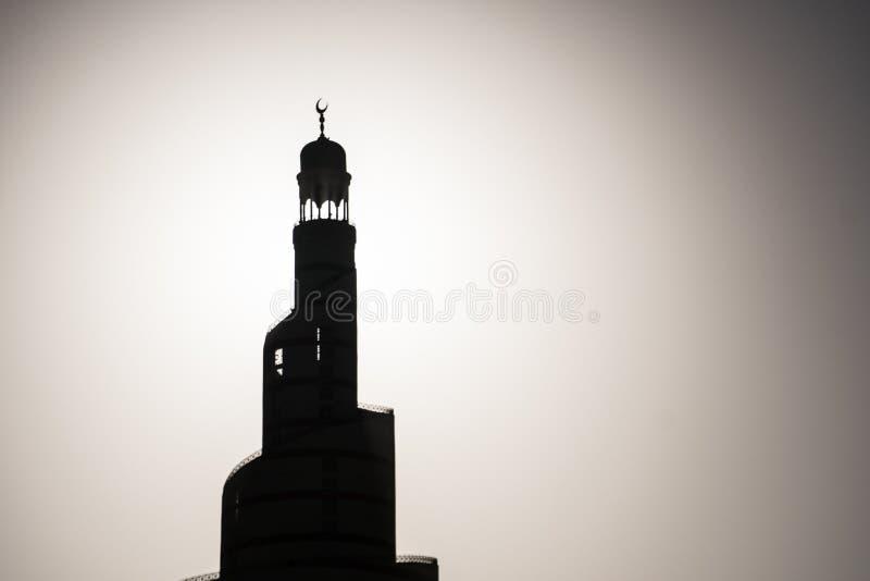 Silhouet van Islamitische Moskeeminaret Rebecca 36 zwart-wit minimalistic royalty-vrije stock fotografie
