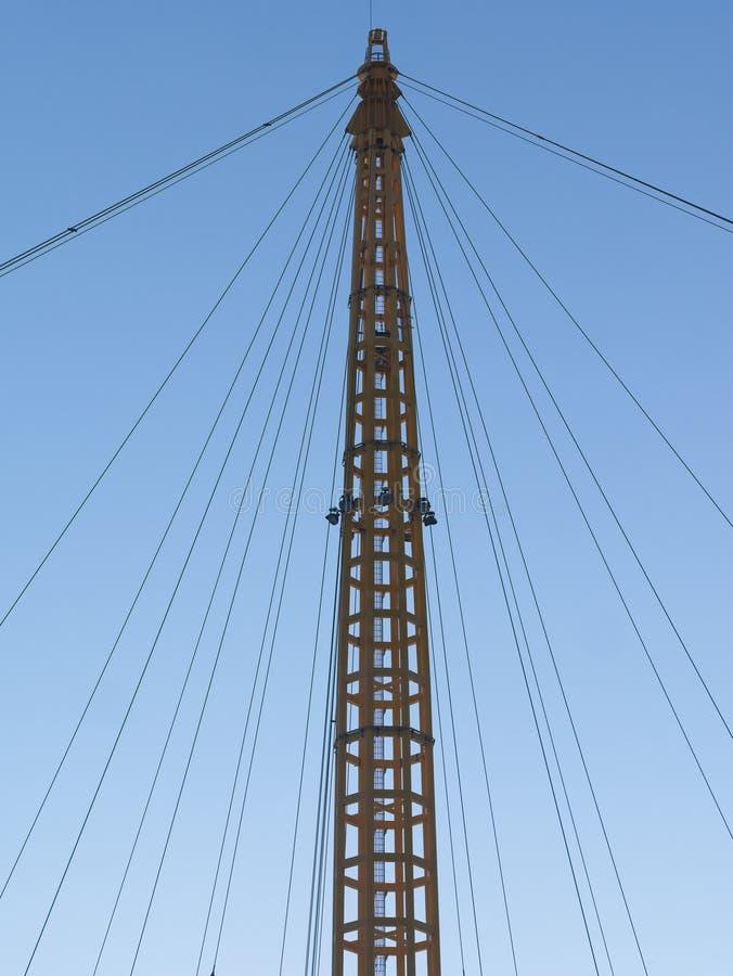 Silhouet van mast en hemel van de optuigen agains de blauwe ochtend royalty-vrije stock fotografie
