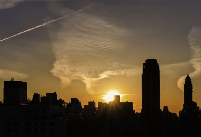 Silhouet van Stad bij Zonsondergang, New York royalty-vrije stock foto