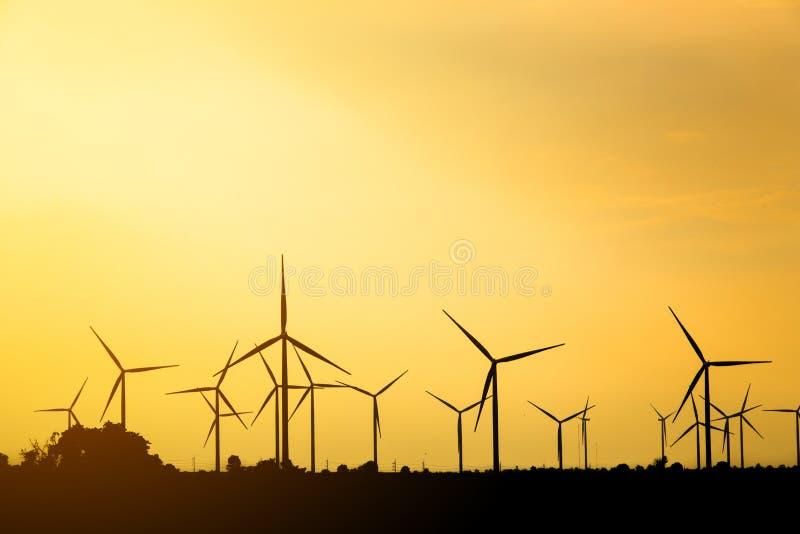 Silhouet van windturbine stock foto