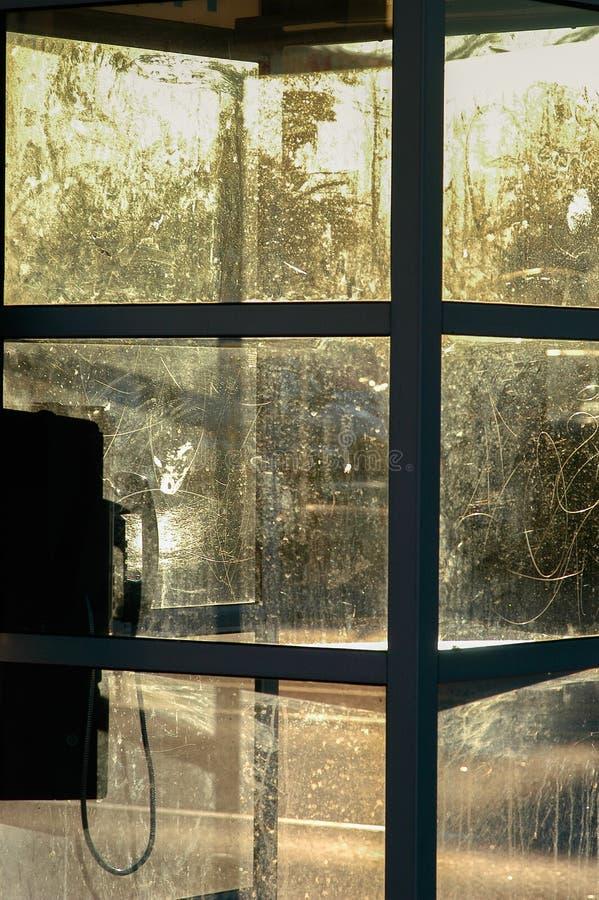 Silhouett norte-americano riscado e sujo da cabine de telefone do pagamento fotos de stock royalty free
